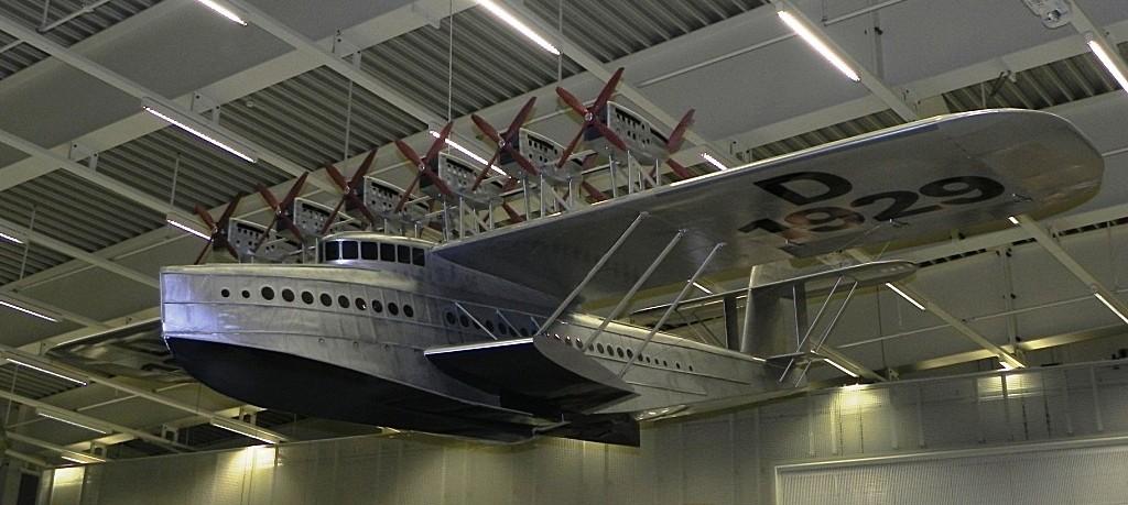 музей с самолетами и лодками