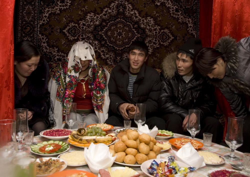 Знакомство и сватовство традиции казахские обычаи